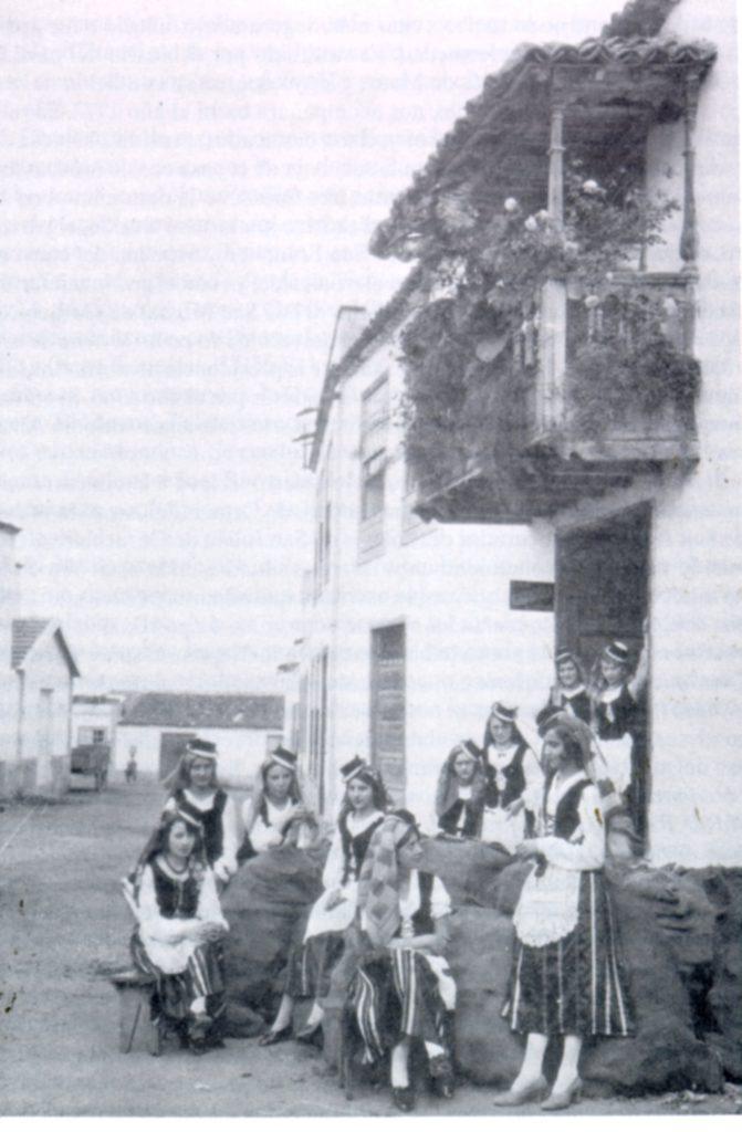 1900-1950. Mozas Silenses