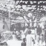 Década de los años 60. Plaza engalanada con papelillos